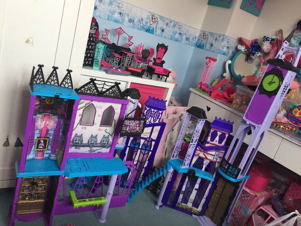 Monster high school & furniture