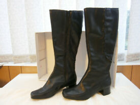New Clarks Black Leather Boots Size 5