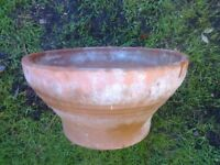LARGE TERRACOTTA GARDEN POT LINED PATTERN
