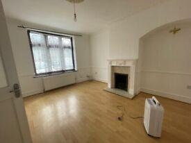Lovely 3/4 Bed House To Let in Dagenham