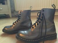 Women's/girls original DOC MARTIN boots (size 6.5)