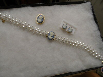Vintage gold tone blue/white pearl cameo jewelry lot # 7951