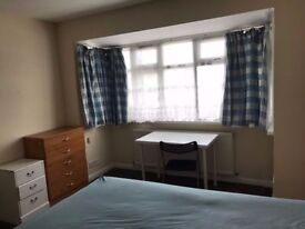 *** Double room available now....Brent Cross***