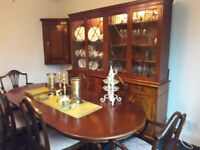Beautiful 6 seater dining room suite, table and chairs and unit.
