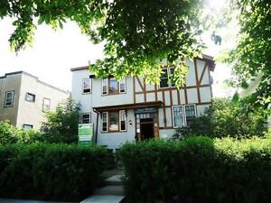 Tudor Manor Historic Building 1 Bedroom suites/heart of downtown
