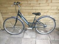 Ladies Raleigh Metro LX Town/Commuter/Shopping bike 38cm small frame