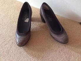 Patent shoes