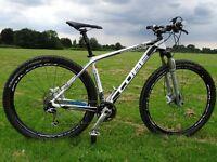 "Cube Reaction GTC 29. Carbon Fibre frame. Stunning Bike. Just 24.5 lb. Frame size 19"". Hydrlc Brakes"