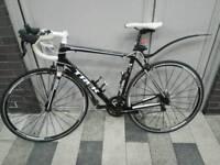 Trek Madone 2.1 road bike immaculate condition