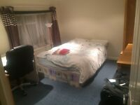 double bedroom for rent in a 2 bedrooms flat