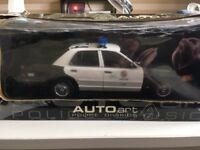 Autoart 1/18 scale LAPD Ford Crown Victoria