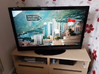 HITACHI 42 INCH FULL HD/1080P LCD TV (FREEVIEW)