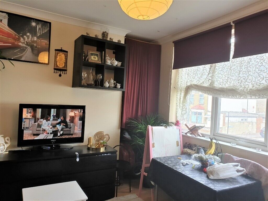 One Bedroom First Floor Flat On Hoe Street 5 Min To Bakers Arms 8 Min To Tube Station 1000pcm In Walthamstow London Gumtree