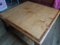 Beautiful pre-loved coffee table 80 cm x 80cm and 40 cm high.