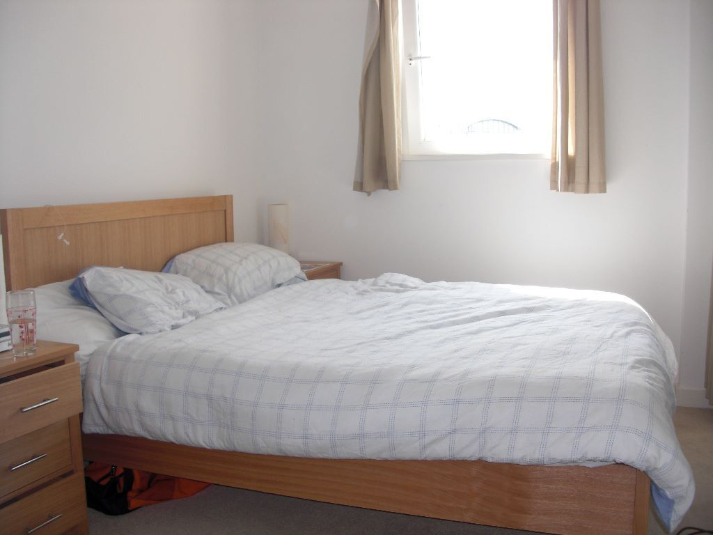 Lovely 2 bedroom flat in Clapham Junction - with private garden
