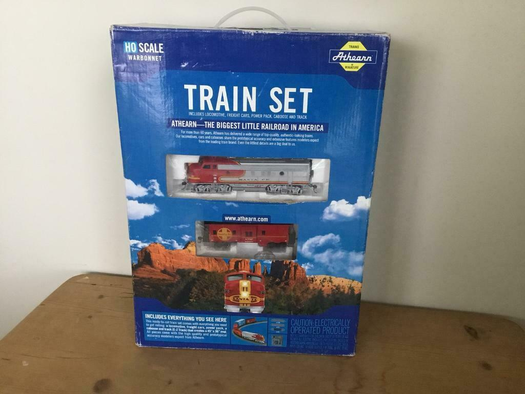 Athearn HO scale Warbonnet Santa Fe train set -with light up powered engine  | in Kingsbridge, Devon | Gumtree