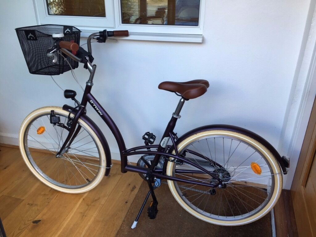 basically brand new lovely auberguine bicycle with basket ridden once b 39 twin elops 320. Black Bedroom Furniture Sets. Home Design Ideas