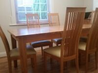 Excellent condition SOLID OAK dining table with 6 chairs.