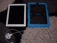 Apple ipad 2, 32GB white in excellent condition, always kept in protective case