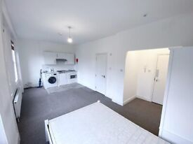 Charming studio flat to rent in Streatham Hill. WATER RATES INCLUDED. Furnished or Part-Furnished.