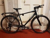 Specialized Sirrus Comp Hybrid 2014. Equipped with pannier and front mud guard