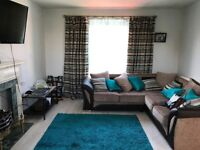 ***Spacious and Modern 1 bedroom Coach House with garage, drive and garden