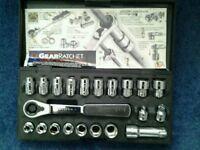 Gear ratchet socket set