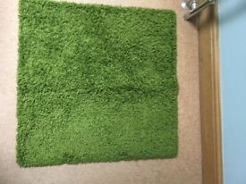 """Ikea bright/vivid green square rug. Measures 32"""" by 32"""". (80cm x 80cm). Excell"""