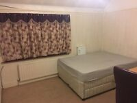 LARGE DOUBLE ROOM AVAILABLE FOR A SINGLE PERSON