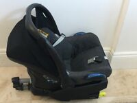 Maxi cosi car seat with isofix easy base and footmuff