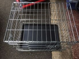 Small dog cage with removable tray in excellent condition
