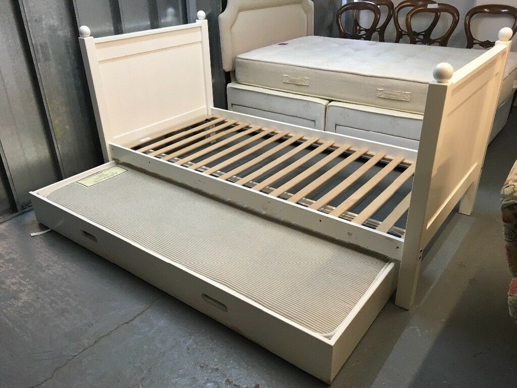 A Space Bunk Beds With Pull Out Bed With Mattress Underneath Can Be