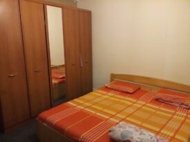 One Bedroom Flat near Gants Hill Station for couple - working professionals only - GBP 1100 all Inc