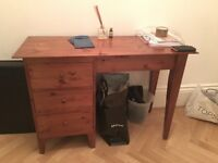 Lacquered wooden dressing table with 3 drawers