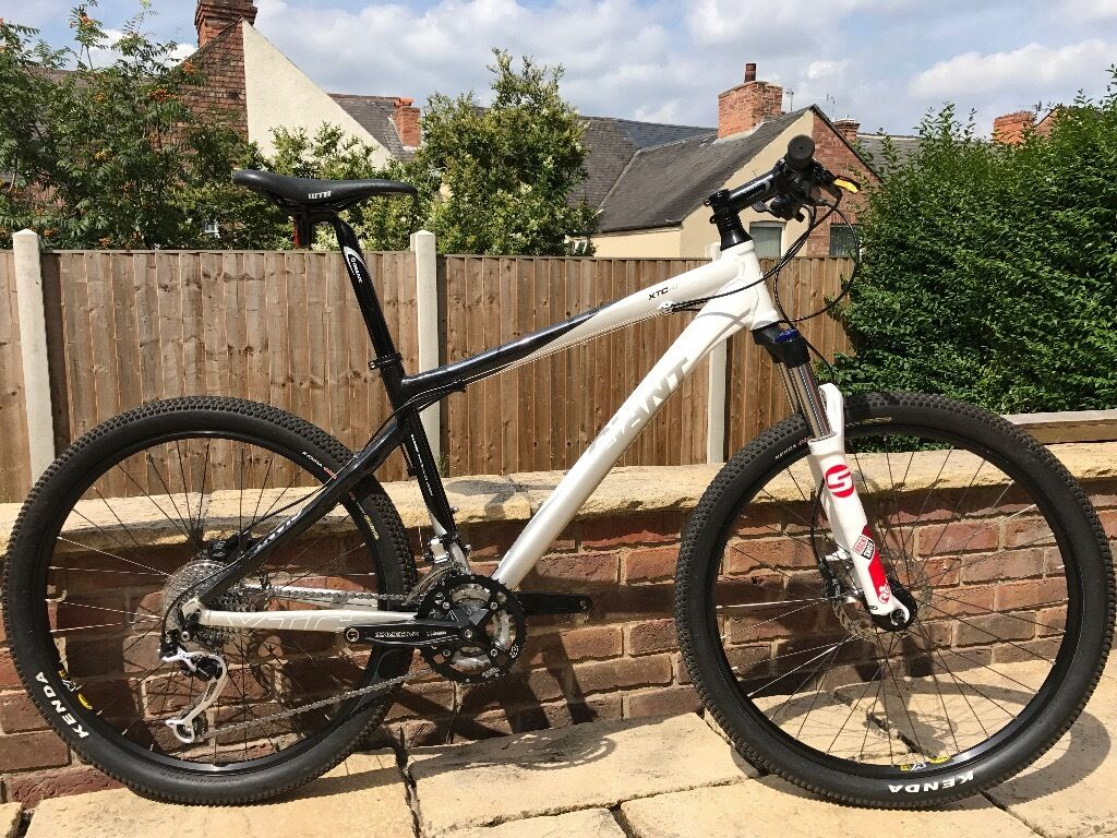 Giant XTC A1 Alliance carbon composite mountain bike - medium frame