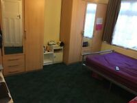 LOVELY DOUBLE ROOM TO LET IN HOUNSLOW WEST