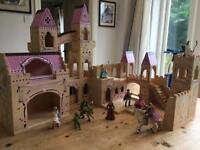 Melissa and Doug Deluxe Castle