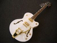 NEW GRETSCH WHITE FALCON COPY BY ALDEN SEMI ACOUSTIC / ELECTRIC GUITAR WHITE/GOLD H'WARE