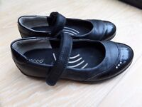 ECCO GIRLS BLACK LEATHER SCHOOL SHOES VELCRO STRAP SIZE 13 / 33