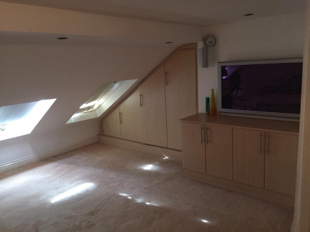 4 bedroom flat in Ilford Lane, ilford