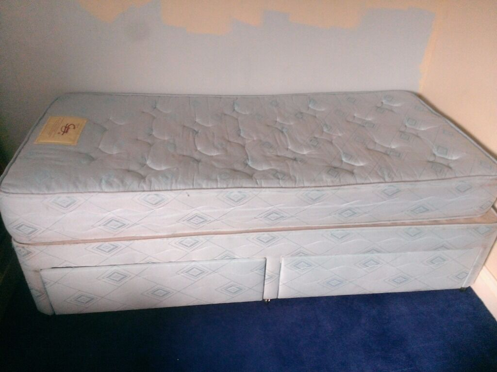 Single divan bed 2 drawers with mattress old but for Single divan with drawers and headboard