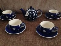 *New* Star teapot with 4 cup and saucers