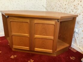 Nathan corner unit with pull out shelf