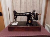 SINGER 99k HAND CRANK SEWING MACHINE WITH CARRY CASE. Heavy Duty, Will Sew Leather
