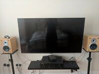 Samsung 48-inch Widescreen TV Full HD 1080p Slim LED Television w/ Freeview HD + FREE WALL BRACKET