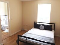 1xDouble room with private bathroom & 1x Double room to rent in 5 bedroom house