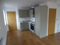 2 bed Split floor apartment in a small gated development in Central Petersfield inc. Parking
