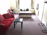 In Mansion Block 3 Double Bed Rooms Share Eat In Kitchen 2 Showers IncludesBills VeryNearTubeShops