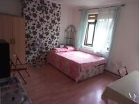 single room with balcony double bed quite and clean place only ladies, girl or couple please