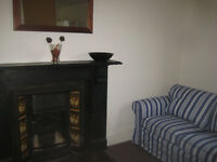 CATHEDRAL ROAD - FF 2-bed flat available to let/Fflat 2 lofft wedi ei dodrefnu ar gael